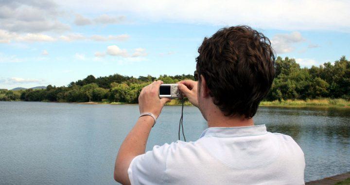Aparat fotograficzny czy smartfon – co wybrać?