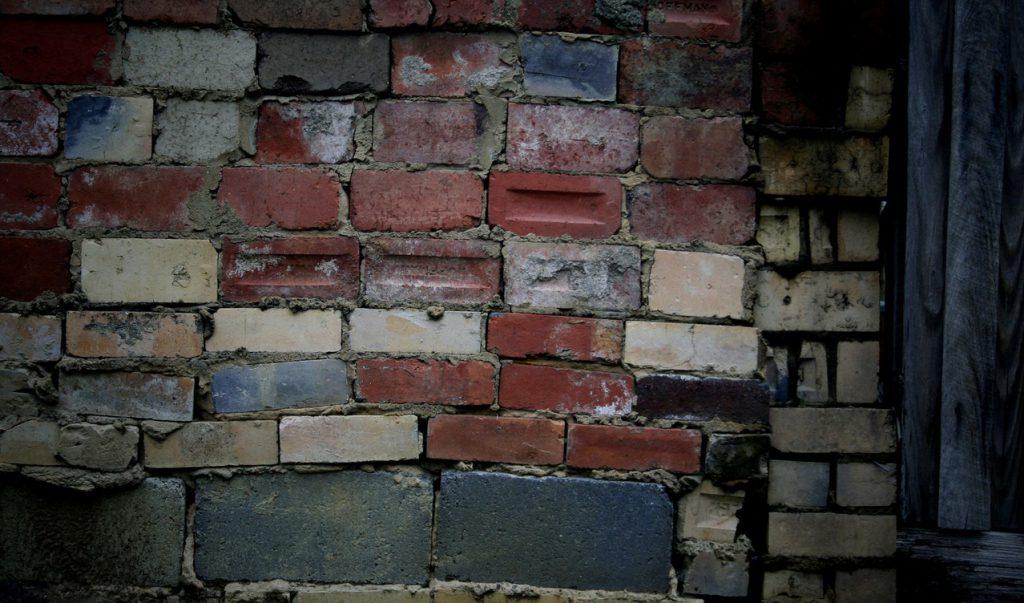 Z jakich materiałów można zbudować ściany domu?